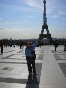 Эйфелева башня смотрится очень мощно и круто!
